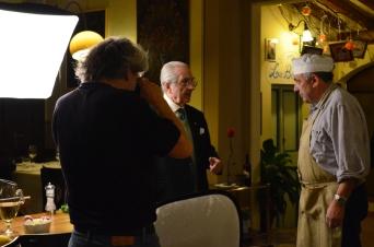 Franco Malinverno e Gualtiero Marchesi all'interno del Caffè La Crepa